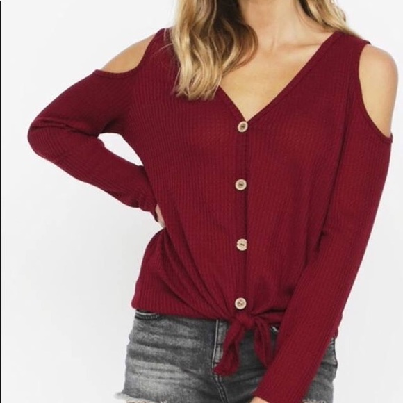 b00ccc4456ce05 Burgundy Waffle cold shoulder top. NWT. Bibi